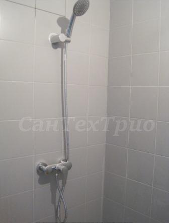 Установка душевого смесителя в ванной